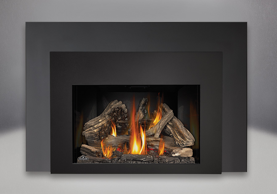 9 inch One Piece Surround, MIRRO-FLAME<sup>™</sup> Reflective Panels, IRONWOOD<sup>™</sup> Log Set and Contemporary Black Rectangular Front, Standard Safety Screen