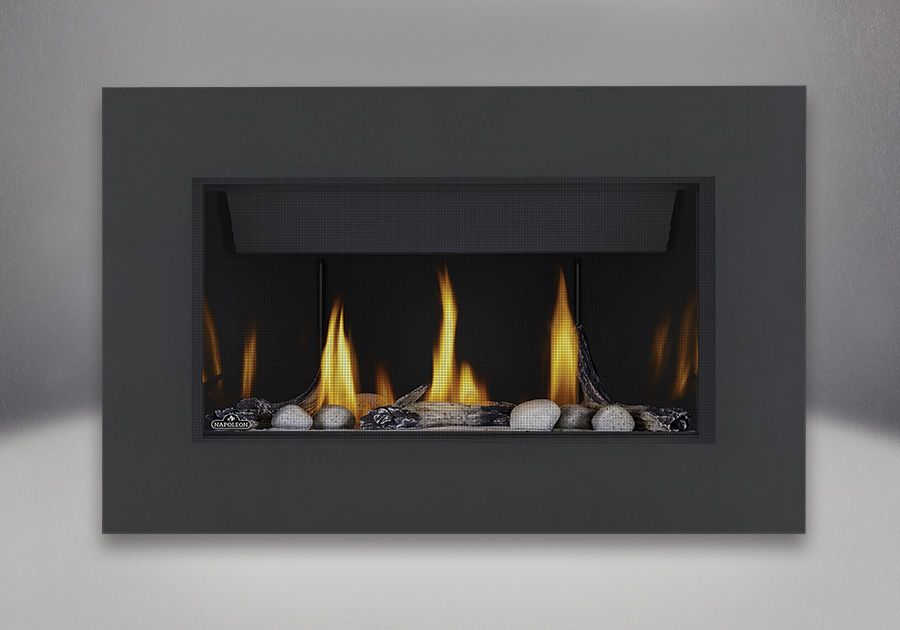 Topaz CRYSTALINE<sup>™</sup> ember bed, Beach Fire Kit, Mineral Rock Kit, MIRRO-FLAME<sup>™</sup> Porcelain Reflective Radiant Panels, Classic 4-Sided Surround with safety screen